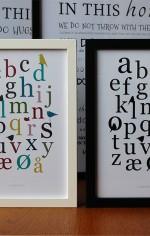Alfabetet og fugle som grafik på plakat